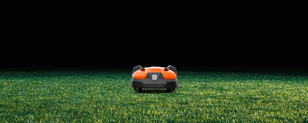 husqvarna 450x on dark lawn