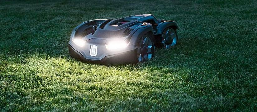 autmower 435x with headlights on